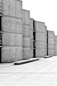 Piazza vor einem Neubau