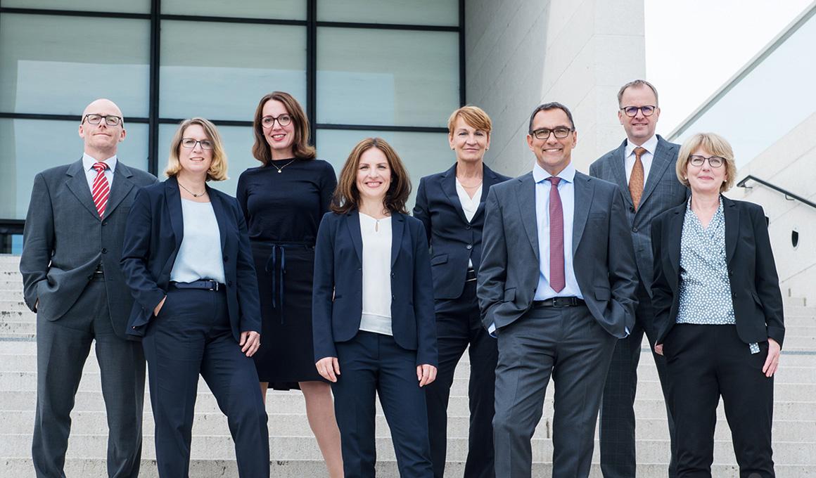 Gruppenfoto der Anwältinnen und Anwälte der Kanzlei Hebel Schmidt-Morsbach + Partner